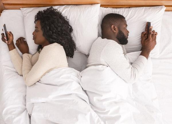 εθισμός στο smartphone και στις εικονικές σχέσεις