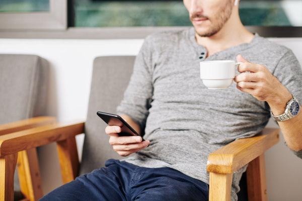 εθισμός στο κινητό και στην ενημερώση