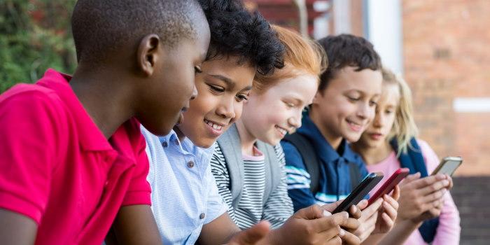 τι επιπτώσεις έχει το κινητό τηλέφωνο smartphone στο παιδί