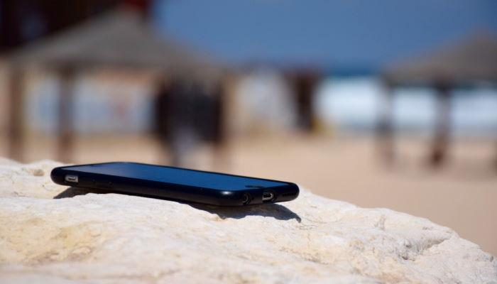 κινητό τηλέφωνο και ήλιος